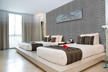 Декор панели Техно на стене в спальне